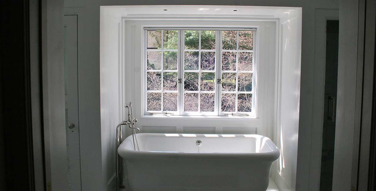 old fashioned bathtub