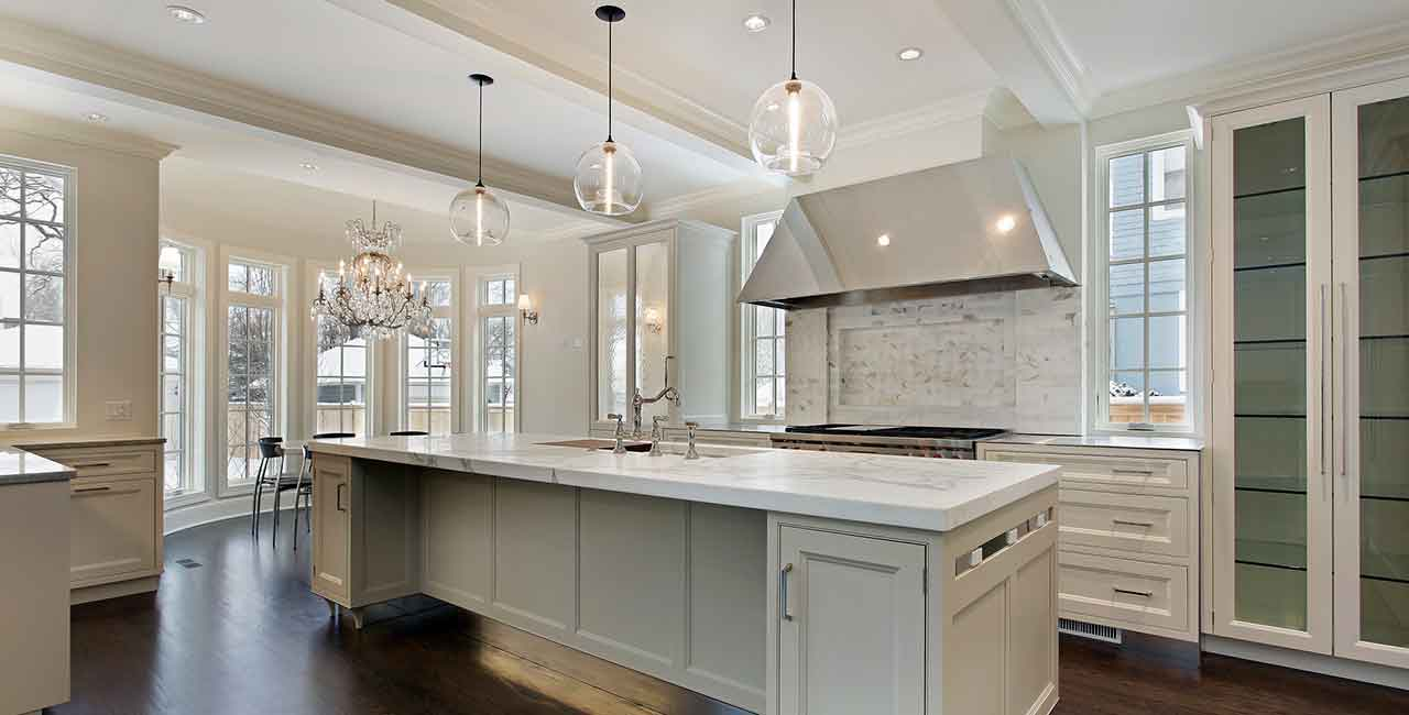 Kitchen-light-wood-and-chandeliers-classic-style